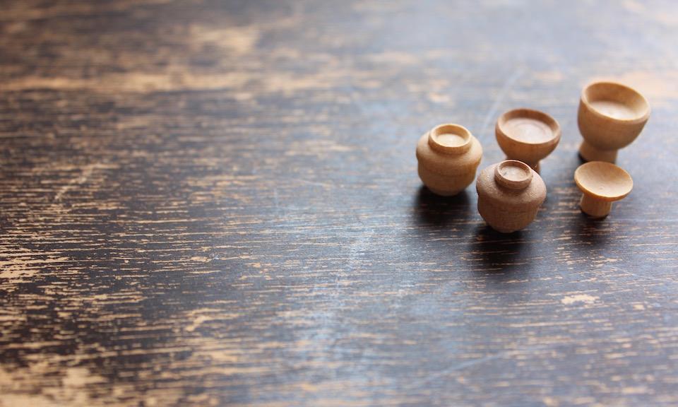 静岡市清水区で1950年より木工挽物業を営んでいます。雛道具、家具のつまみ、お椀、家具の脚、建築材などのOEMやオリジナルの挽物製作をしています。